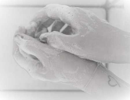 20200507 BGNU Naar het nieuwe normaal bij uitvaartplechtigheden Handen wassen tegen coronabesmetting
